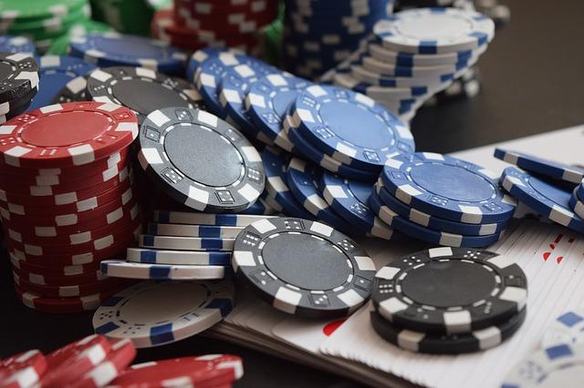 Casino Spielkarten und Chips